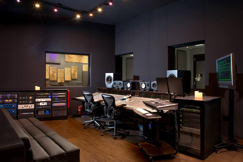 Hybrid-Studios-Control-Room-sm